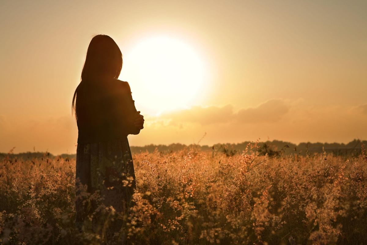 girl_field_sunset_grass_dress_silhouette_hd-wallpaper-92167